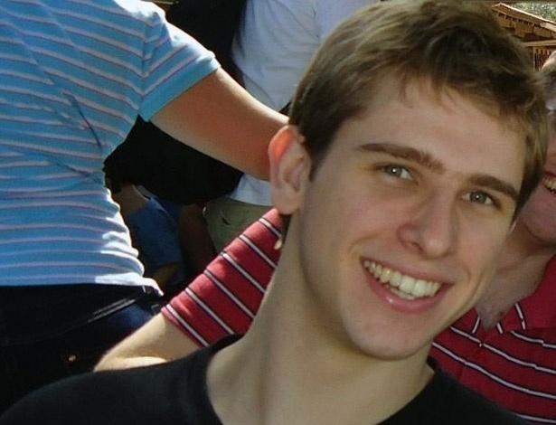 1º.fev.2013 - O estudante Matheus Rafael Raschen, 20, morreu na noite desta quinta-feira (31). Internado no Hospital de Pronto-Socorro de Porto Alegre, ele ficou ferido durante o incêndio que atingiu a boate Kiss, em Santa Maria (RS), no último domingo (27). Com essa morte, sobe para 236 o número de vítimas da tragédia