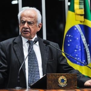 """Pedro Simon disse que Lula ministro é """"humilhação"""""""