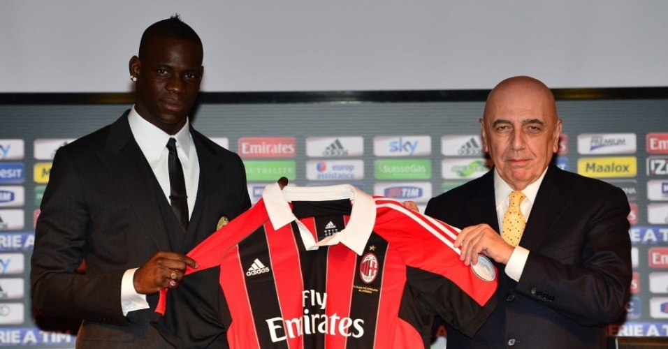 Balotelli é apresentado no Milan