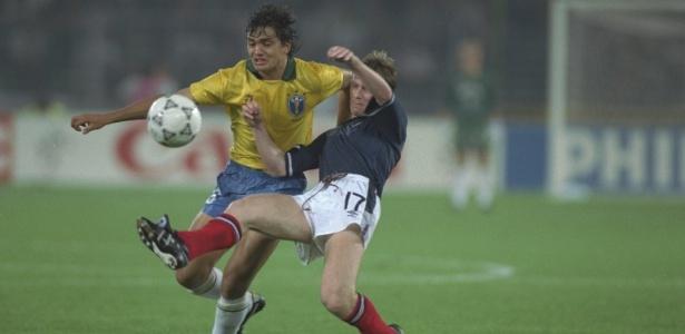 Branco durante lance da Copa do Mundo de 1990, contra a Escócia - Getty Images
