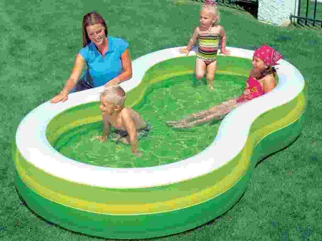 Em PVC, a piscina inflável Bestway Green tem 790 litros de capacidade. Com válvula para esvaziar, tem borda inflável e é indicada para crianças com mais de 3 anos. Nas Casas Bahia (www.casasbahia.com.br) custa R$ 85,41 (+ frete) - Divulgação