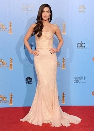 Megan Fox e seu tomara-que-caia Dolce & Gabbana durante o Globo de Ouro 2013 - Getty Images