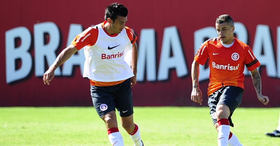 Meias Dátolo e D'Alessandro durante treino do Inter no CT do Parque Gigantes (01/02/2013)
