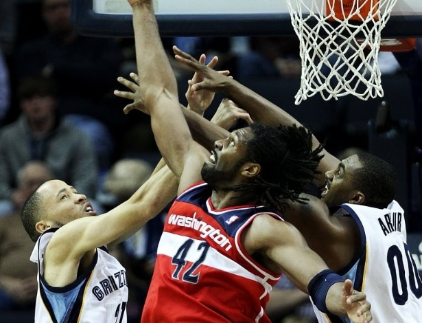 01.fev.2013 - Nenê liderou os Wizards em pontos e assistências, mas a equipe sofreu nova derrota, agora para os Grizzlies