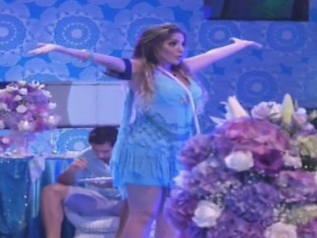 02.fev.2013 - Anamara dança na pista oa som da música