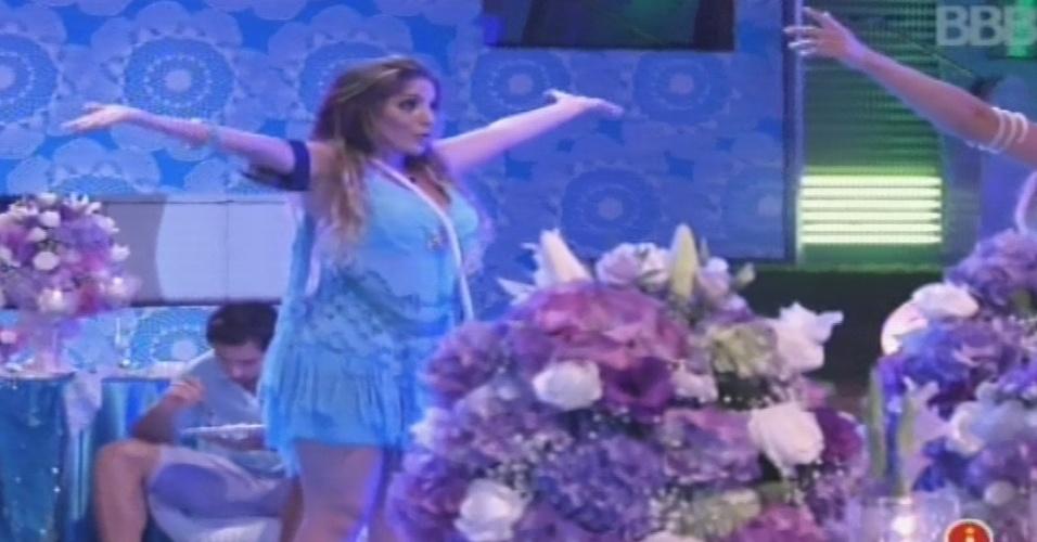 """02.fev.2013 - Anamara dança na pista oa som da música """"Sou Praieiro"""", do Jammil e Uma Noites"""