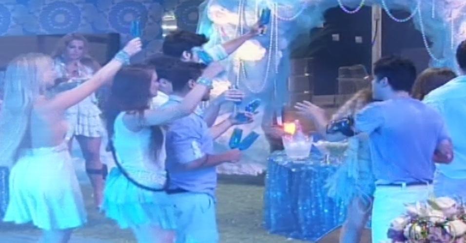 02.fev.2013 - Brothers fazem brinde na festa Iemanjá