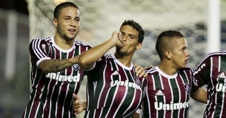 02.fev.2013- Jogadores do Flu comemoram gol marcado por Jean (c.) em jogo contra o Quissamã pelo Campeonato Carioca