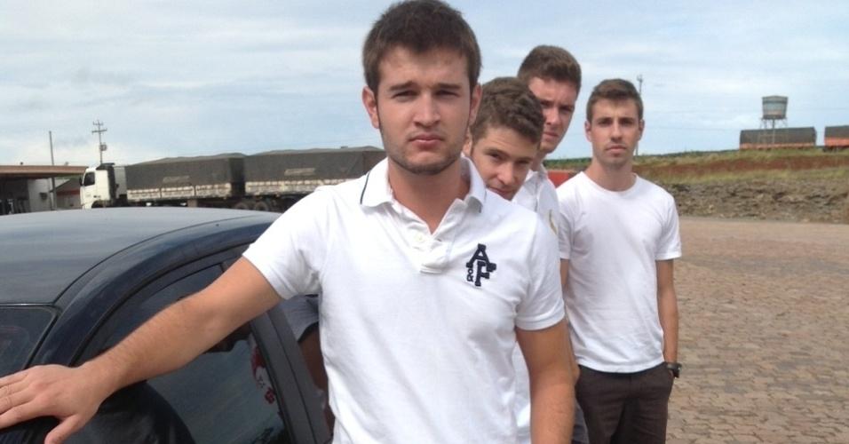 2. fev. 2012 - Lucas Barros de Souza, 19, na estrada em Julio de Castilhos (RS), a caminho da missa de 7º dia da namorada Paula Gatto, que morreu no incêndio da boate Kiss, em Santa Maria (RS)