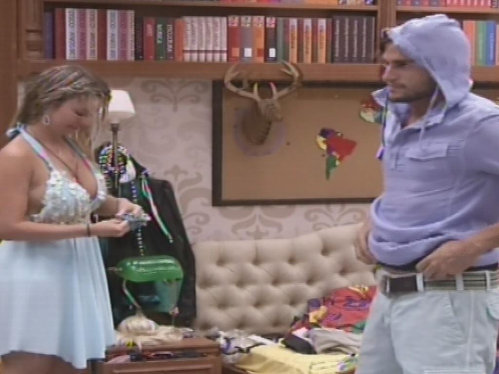 2.fev.2013 - Fernanda e André se arrumar para a festa deste sábado