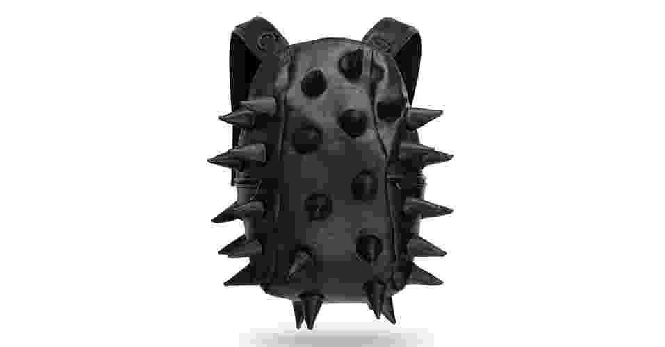Mochila de couro sintético preto com spikes macios; US$ 55,99 (cerca de R$ 110), na Think Geek (www.thinkgeek.com.br). Preços pesquisados em janeiro de 2013 e sujeito a alterações - Divulgação