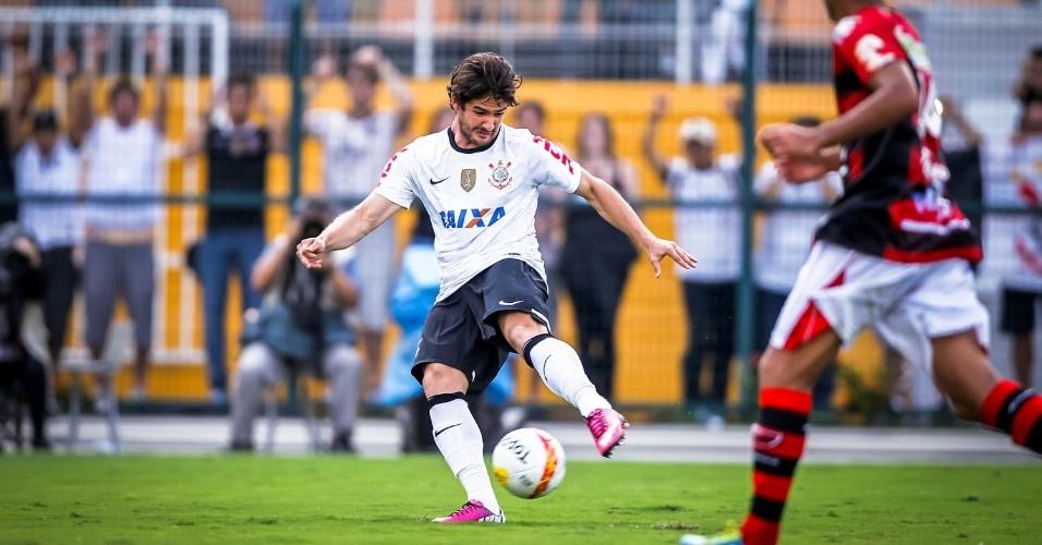 03.fev.2013 - Alexandre Pato chuta para marcar o seu primeiro gol com a camisa do Corinthians, em sua estreia pelo time contra o Oeste no Pacaembu