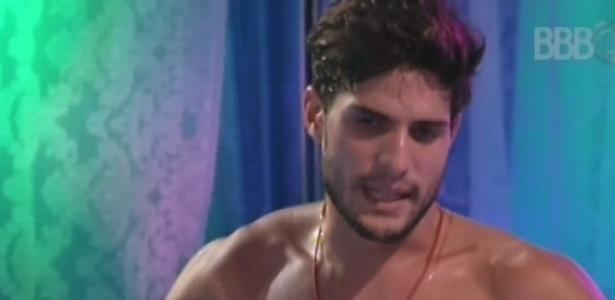 03.fev.2013 - André se irrita com Fernanda: