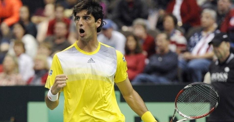 03.fev.2013 - Bellucci vibra após conquistar ponto na partida entre Brasil e EUA na Copa Davis