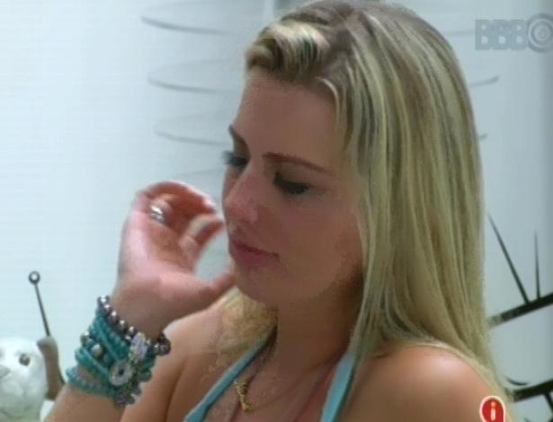 03.fev.2013 - Fernanda chora após discussão com André