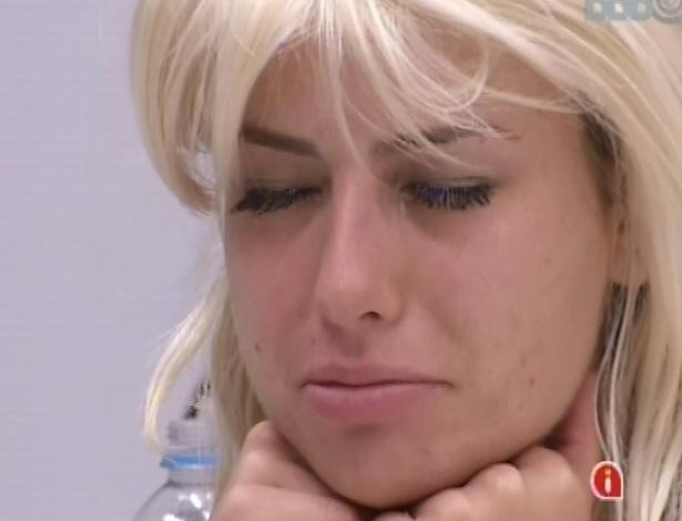 03.fev.2013 - Fernanda continua triste por causa da briga que teve com André durante a madrugada