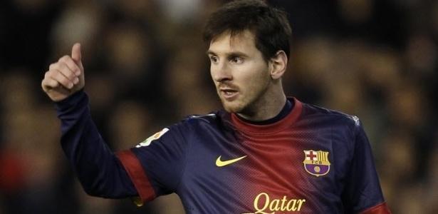 Lionel Messi gesticula durante partida do Barcelona contra o Valencia