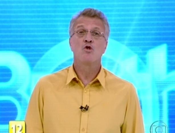 03.fev.2013 - O apresentador Pedro Bial anuncia contato com os participantes na casa