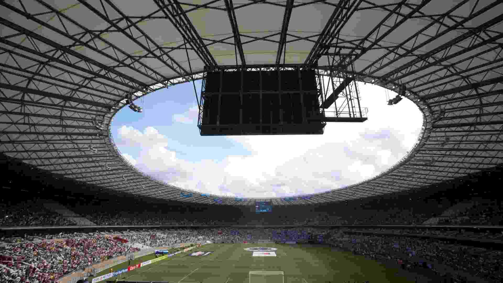 03.fev.2013 - Torcedores do Atlético-MG e do Cruzeiro lotam o Mineirão, em partida pelo Campeonato Mineiro que marca a reinauguração do estádio, em Belo Horizonte - Marcus Desimoni/UOL