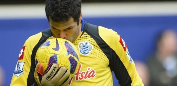 Julio Cesar em ação pelo QPR em 2013 - Paul Hackett/Reuters