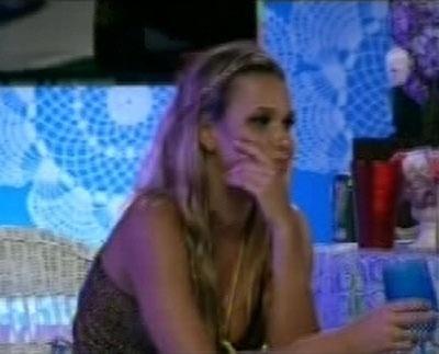 Marien conversa com André sobre o jogo