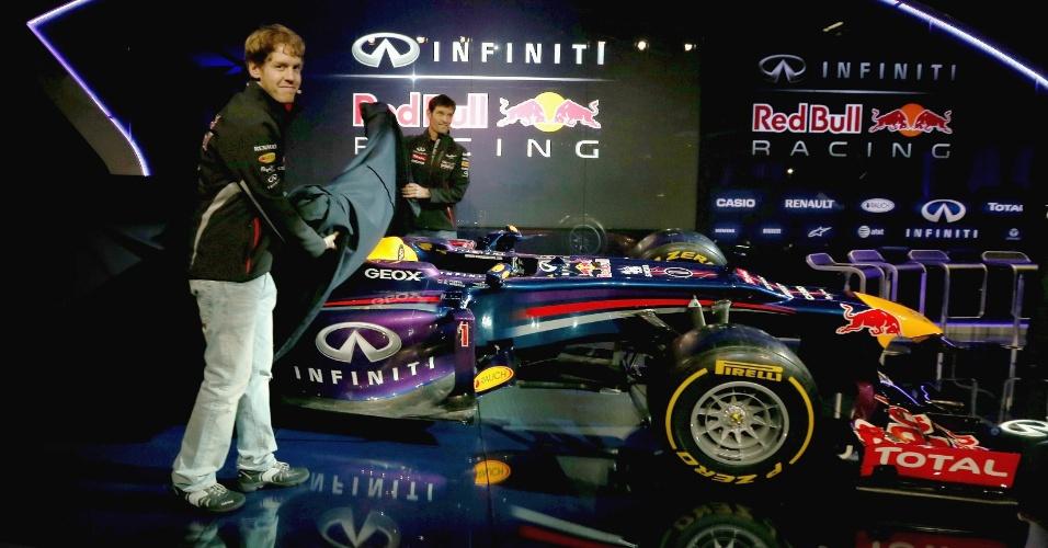 Pilotos Mark Webber e Sebastian Vettel mostram o novo carro da Red Bull para a temporada 2013 da Fórmula 1