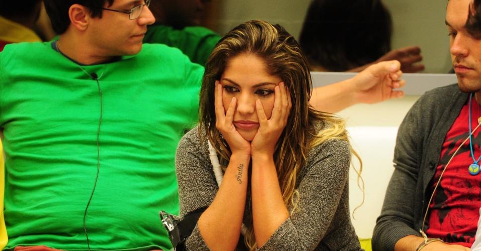 03.fev.2013 - Anamara fica triste com as indicações para o paredão