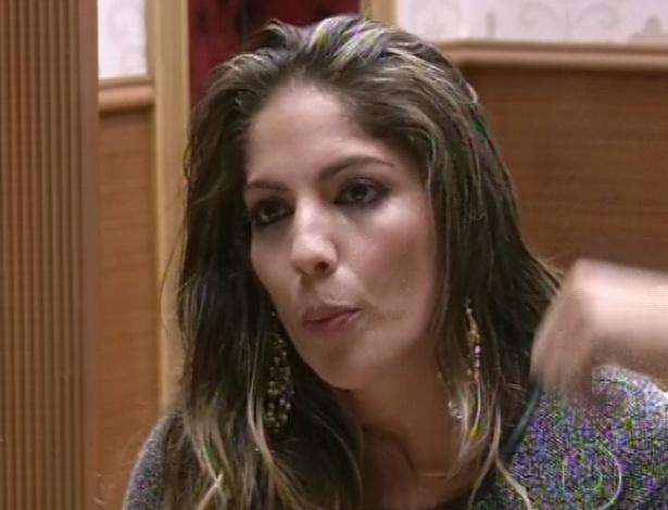 03.fev.2013 - Anamara vota em Marcello:
