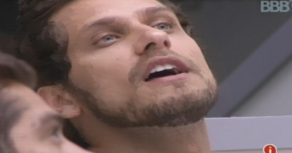 04.fev.2013 - Eliéser se irrita com Marcello após jogo da discórida e chama brother de moleque