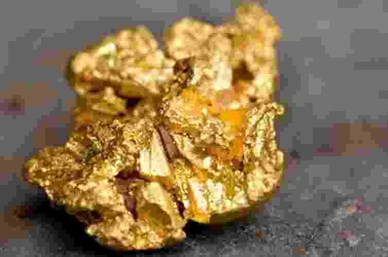 """4.fev.2013 - A bactéria """"Delftia acidovarans"""" foi colocada na presença de uma solução de ouro, que é tóxica para ela, e sobreviveu ao criar nano partículas de ouro a partir do material líquido. Ela poderia ser usada para diminuir o desperdício em minas de ouro, por exemplo - Bertrand Rieger/Hemis/Corbis"""