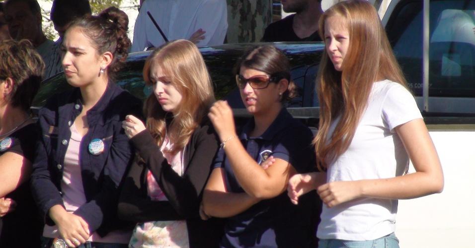 4.fev.2013 - Alunos da Universidade Federal de Santa Maria acompanham ato na volta às aulas para homenagear os 116 estudantes mortos da instituição no incêndio em boate local que vitimou 237 pessoas