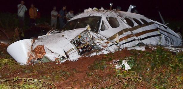 Cinco pessoas morreram após queda de avião em Cândido Mota (SP)