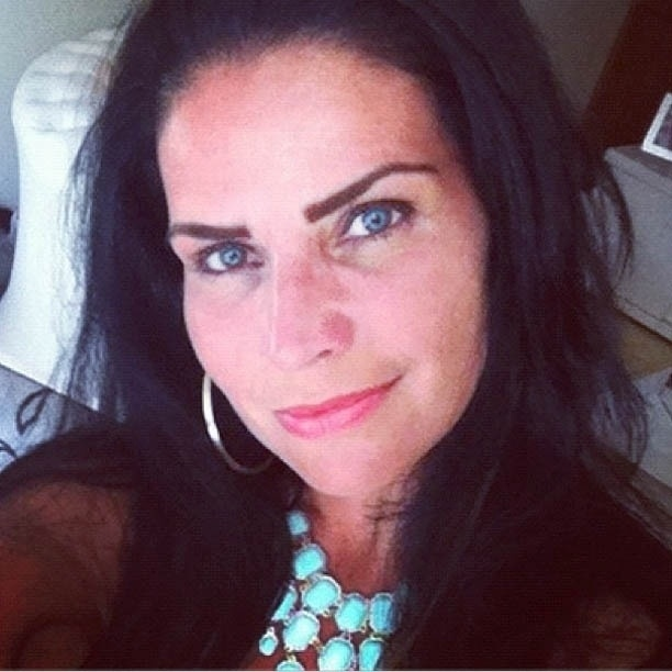 4.fev.2013 - Solange Gomes mostra foto com os olhos azuis