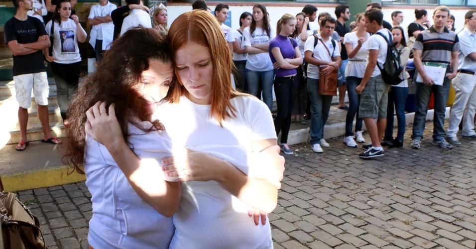 4.fev.2014 - Alunos da UFSM voltam às aulas na manhã desta segunda-feira (4), uma semana após o incêndio na boate Kiss