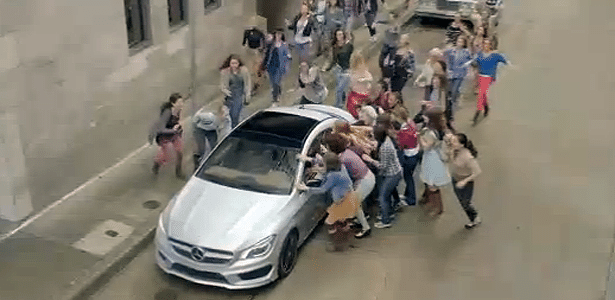Mercedes-Benz misturou o novo CLA, fama e mulheres no vídeo mais caro do Super Bowl (R$ 32 milhões) - Reprodução