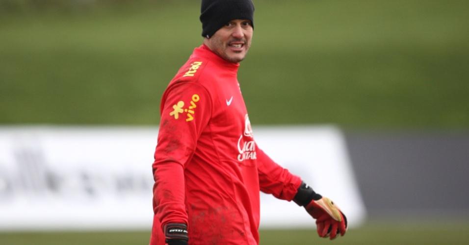 05.fev.2013 - De volta à seleção, Julio Cesar treina na Inglaterra