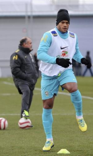 05.fev.2013 - Hulk em treino da seleção brasileira