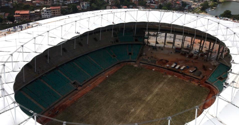 05.fev.2013 - Instalação da cobertura da Fonte Nova foi concluída