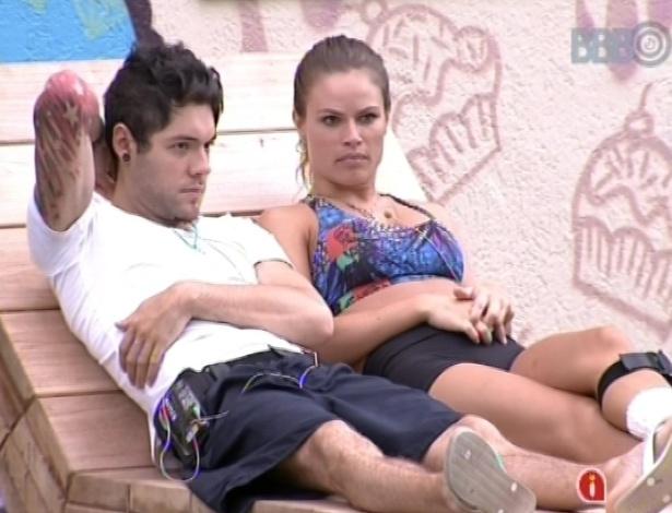 05.fev.2013 - Nasser e Natália discutem sobre participação de Aslan no programa.