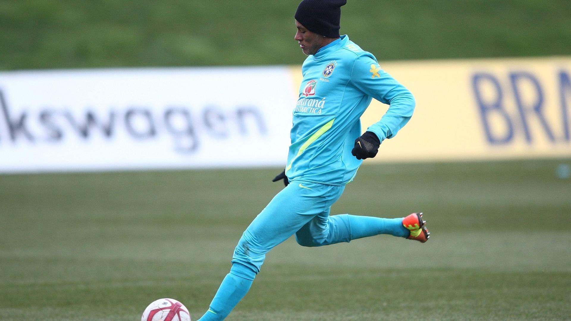 05.fev.2013 - Neymar em ação no treino da seleção brasileira antes do amistoso contra a Inglaterra