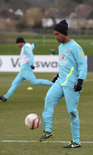 05.fev.2013 - Ronaldinho em treino da seleção brasileira