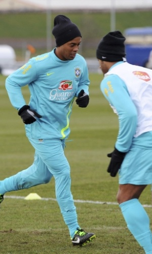 05.fev.2013 - Ronaldinho Gaúcho durante treino da seleção brasileira