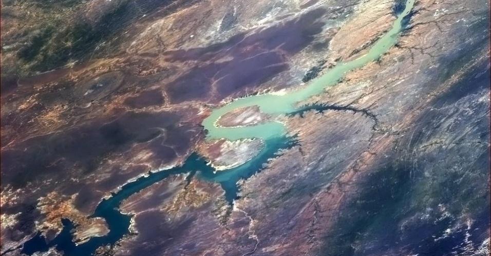 """5.fev.2013 - """"É um pássaro, é um avião, é... um rio na América do Sul"""", brincou o astronauta Chris Hadfield no Twitter, no dia 4 de fevereiro"""