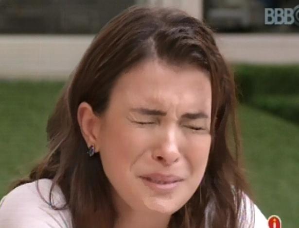 5.fev.2013 - Kamilla chora com medo que Marcello seja eliminado do