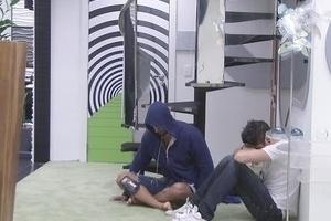 5.fev.2013 - Nasser conversa com Marcello sobre as brigas que o personal teve com Eliéser e Yuri