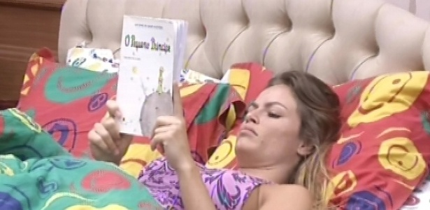 5.fev.2013 - Natália lê o livro