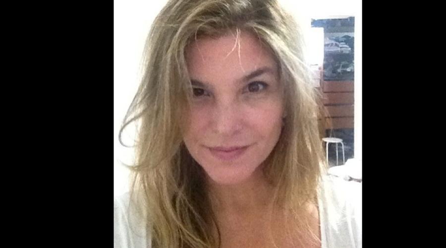 """5.jan.2013 - Cristiana Oliveira clareou ainda mais os cabelos e divulgou o resultado em sua página do Twitter. A atriz está no ar em """"Salve Jorge"""""""