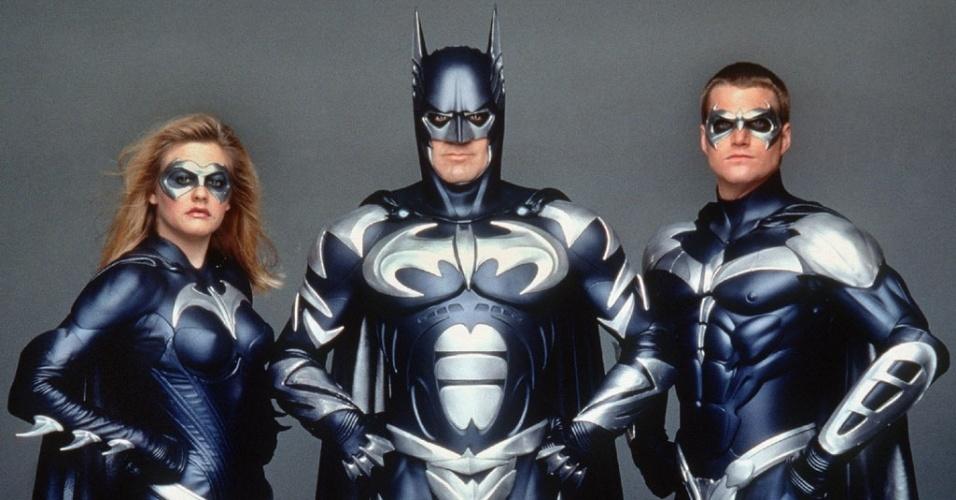 """""""Batman & Robin"""" (1997), de Joel Schumacher: George Clooney foi um Cavaleiro das Trevas de uniforme colorido e com mamilos. Polêmico. Sepultou a carreira do herói no cinema até ele ser ressuscitado por Christopher Nolan"""