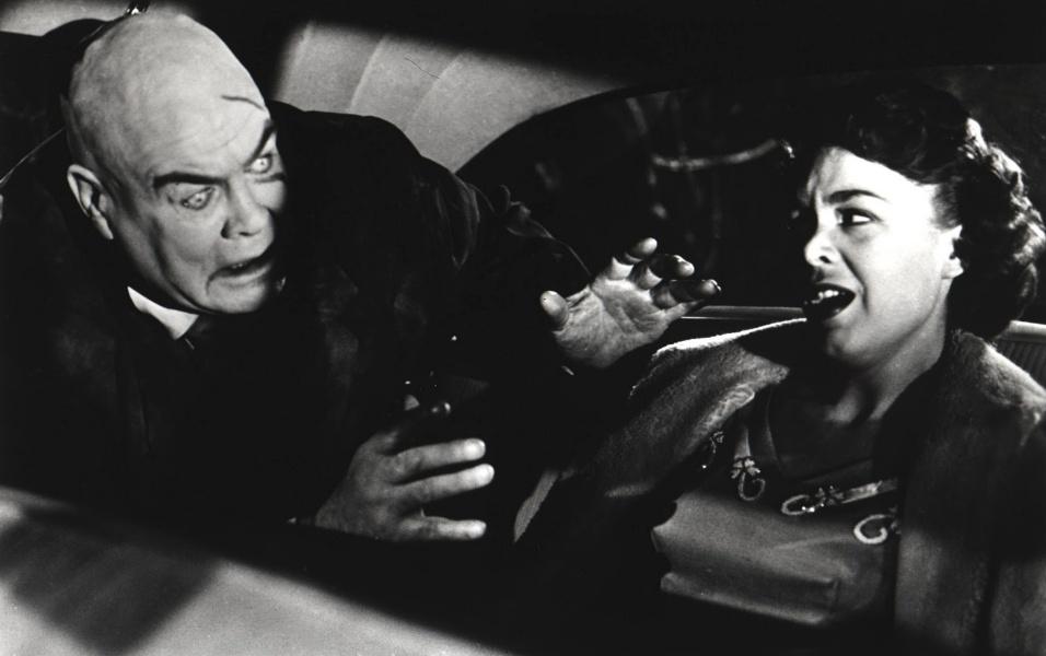 """""""Plano 9 do Espaço Sideral"""" (1959), de Edward D. Wood Jr.: Ficou esquecido por mais de 20 anos até que, em 1980, foi eleito como o pior filme de todos os tempos pelo crítico Michael Medved, no livro """"The Golden Turkey Awards"""". Virou fenômeno cult"""