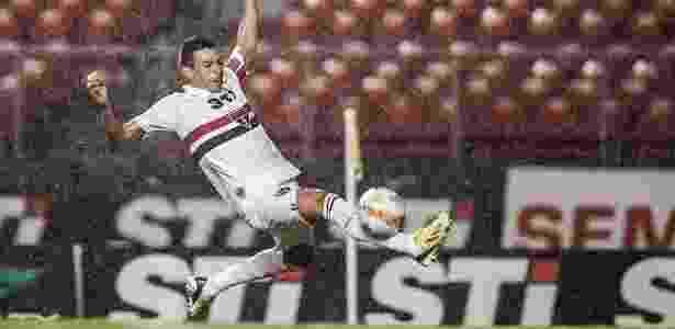 Zagueiro Lúcio ressaltou que não tinha intenção de botar pressão no técnico Ney Franco - Leonardo Soares/UOL